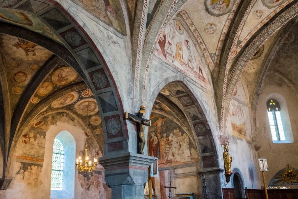 intérieur de l'église de Bourisp peintures murales